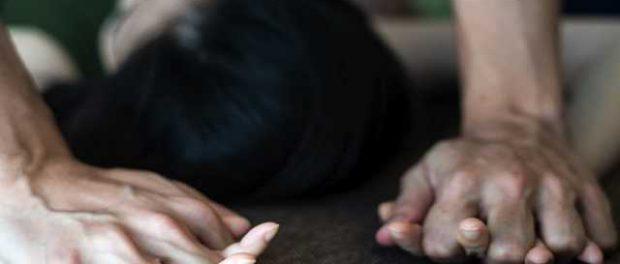 10 мужчин насиловали двоих девушек