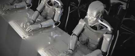 Техника помогает роботам найти входную дверь