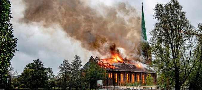 Хугмаде в Южной Голландии сгорела церковь