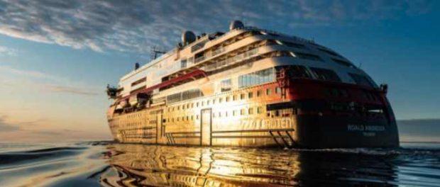 Первый в мире круизный корабль с гибридным приводом отправляется в Антарктиду