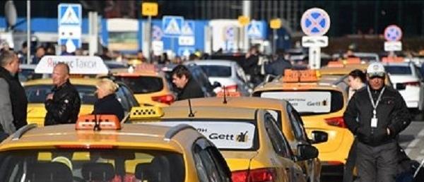 Россиянин отказался платить таксистке и изрезал ей лицо