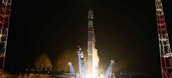 2 российских спутника преследуют американский спутник на орбите