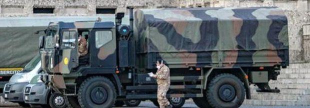 В Италии гробы с умершими вывозят военные