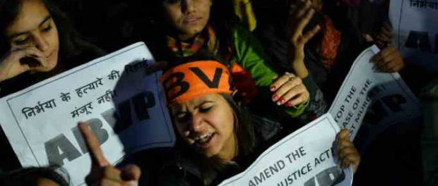 Индия отвлекает от коронавируса казней 4 мужчин