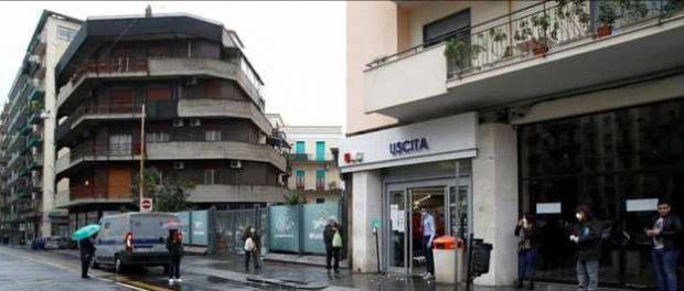 Итальянская мафия начала раздавать продукты нуждающимся