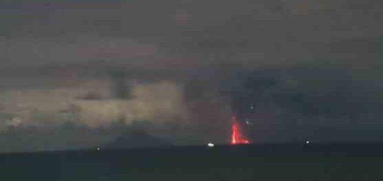 Проснулся еще один вулкан Анак-Кракатау