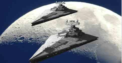 На Луне появились огромные корабли