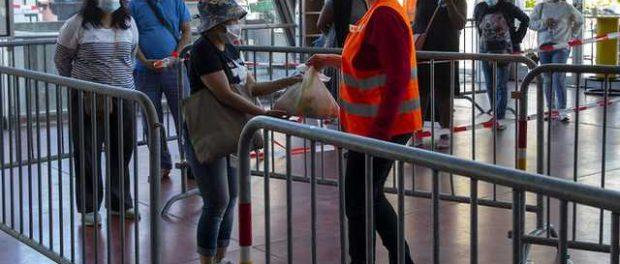 В Женеве выставилась очередь за бесплатными продуктами