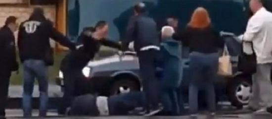 Водителя киевского трамвая зверски избили толпой за просьбу надеть маски