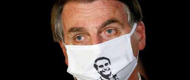Не верящий в коронавирус президент Бразилии заразился им