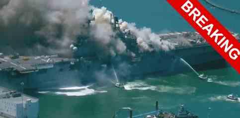 В Сан-Диего загорелся авианосец