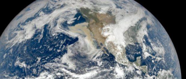 Лесные пожары в Калифорнии видны за миллион км