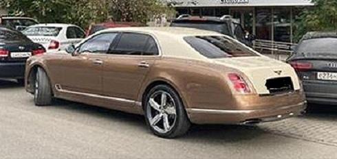 Российский миллиардер приехал на открытие столовой для бедных на золотом Bentley
