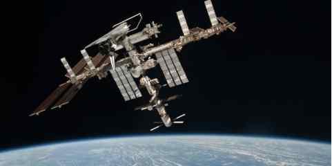 Прошлой ночью МКС пришлось от неопознанного куска