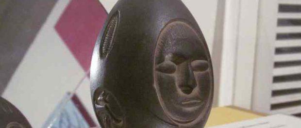 Таинственный необычный артефакт — каменное яйцо из озера Виннипесоки