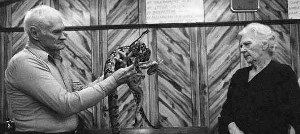 Паспоры со змеями и стрихнином переплюнули даже мормонов