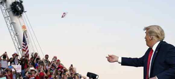 «Могущественный» президент Трамп вернулся и вызывает у всех танцы и поцелуи