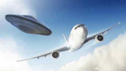 В Великобритании самолет подрезал неизвестный аппарат