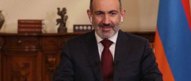 В Армении священник не подал руки Пашиняну и выгнал его из церкви