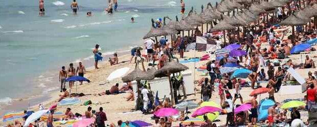 COVID-19: каникулы в Испании могут отложить «до конца лета»